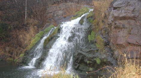 10 Upper Peninsula Waterfalls That Can Be Viewed From Your Car