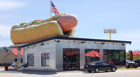 Michigan Roadside Attractions: Wienerlicious in Mackinaw City and America's Largest Hot Dog Statue