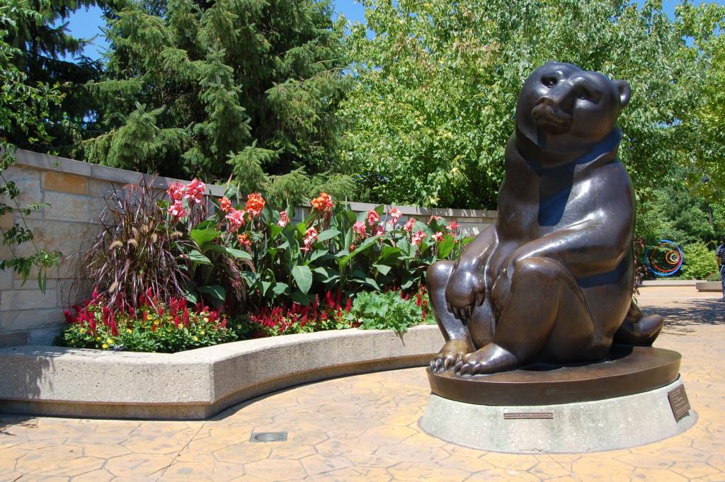 Frederik Meijer Gardens Bears Statue