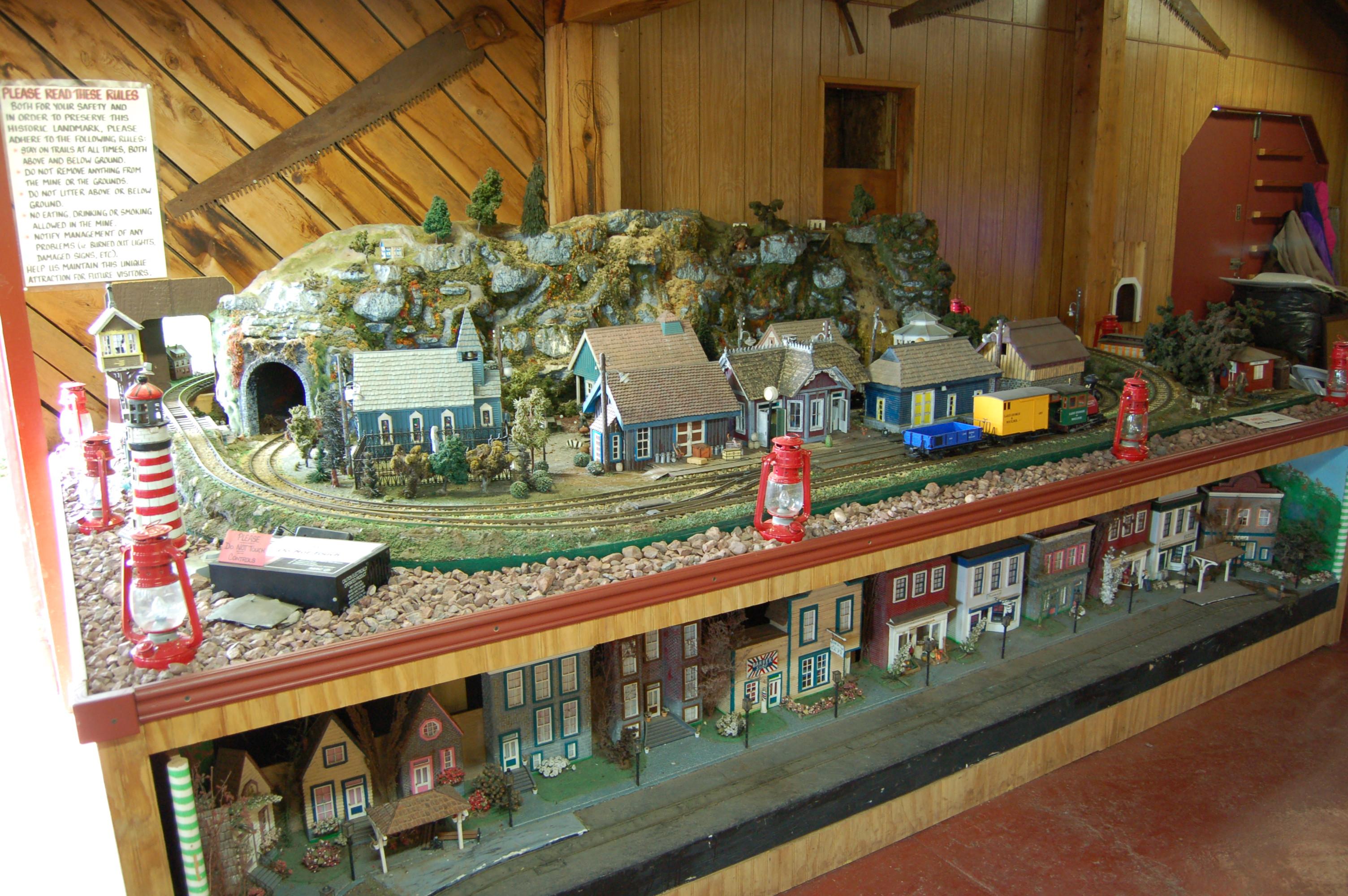 Delaware Mine Gift Shop Train