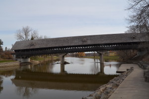 Frankenmuth Covered Bridge Holz Brucke Reflection