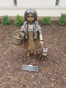 Wizard of Oz Holland Dorothy Toto Sculpture