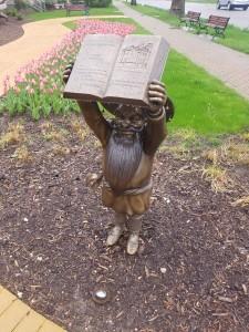 Wizard of Oz Holland Munchkin Sculpture Statue