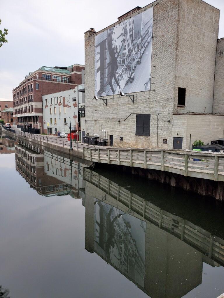 "Harold Lloyd ""Safety Last!"" mural in Traverse City, June"