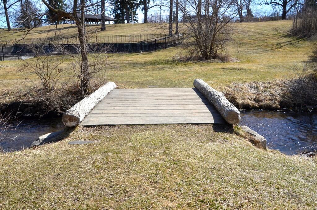 McCourtie Park Michigan Flat Trabejo Rustico Bridge
