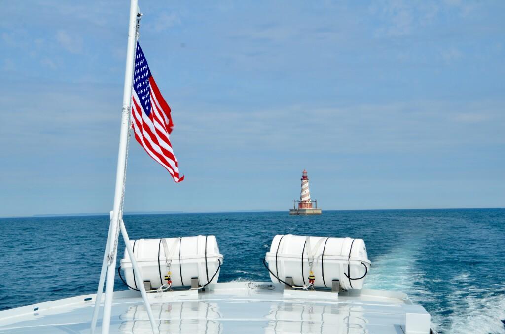 Sheplers Lighthouse Cruise 2021 White Shoal Light USA Flag